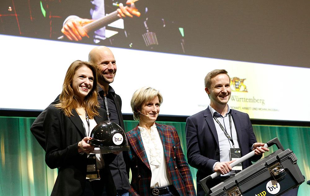 Siegerfoto mit Ministerin (v. l.): Lena Winter, Andreas Pichler, Nicole Hoffmeister-Kraut und Florian Glock
